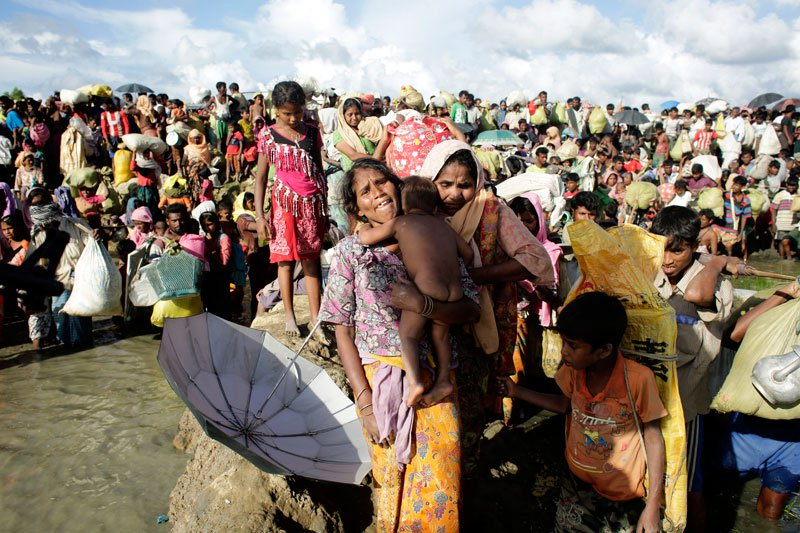File picture: Rohingya refugees wade through the water canals between paddy field behind the border of Bangladesh after they fled from Budichong, Myanmar, and were crossing the Naf river, near Palongkhali, Bangladesh. Photo : Mizzima News