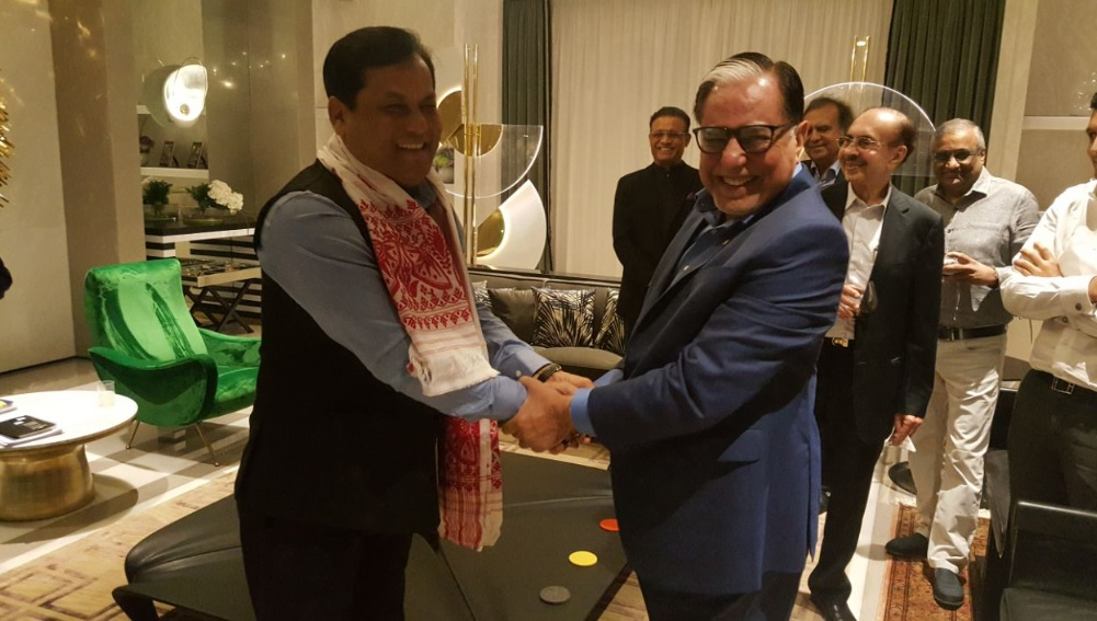 Assam CM Sarbananda Sonowal with industrialist Subhash Chandra in Mumbai. A twitter photo by Assam CM Sarbananda Sonowal