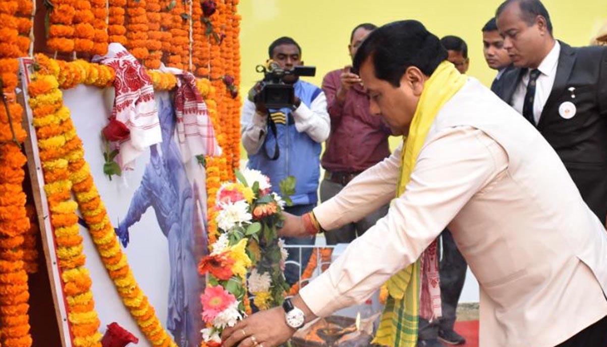Chief Minister Sarbananda Sonowal paying tribute to the portrait of Bir Chilarai on the occasion of Chilarai divas in Mangaldoi on 31-01-18. Pix by UB Photos