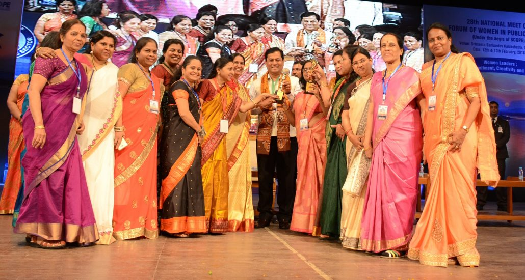Chief Minister Sarbananda Sonowal presenting award at the 28th National Convention of Forum of Women in Public Sector.