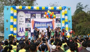 NRL MD SK Barua releasing balloons to mark Numaligarh Marathon 2018.