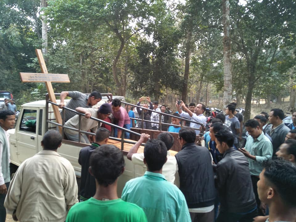 The body of Sohan D Shira being taken to his mother's residence.