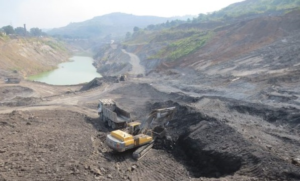 Inter-state district administrations agree on mutual action to curb coal pilferage 1