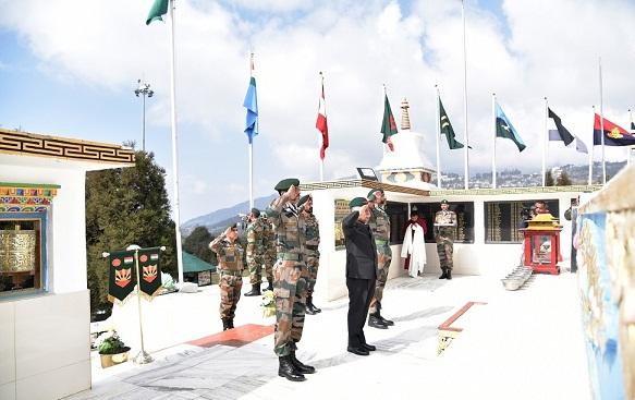Arunachal Pradesh Governor B D Mishra paying homage to the martyrs of 1962 Indo-China War at the Tawang War Memorial  on March 17, 2018. Photo: Pranab Kumar Das