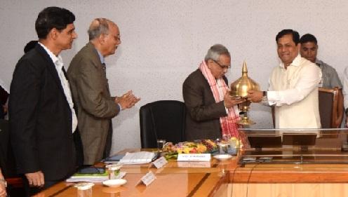 Chief Minister Sarbananda Sonowal greeting Vice Chairman of NITI Aayog Dr Rajiv Kumar at CM's conference room at Janata Bhawan.