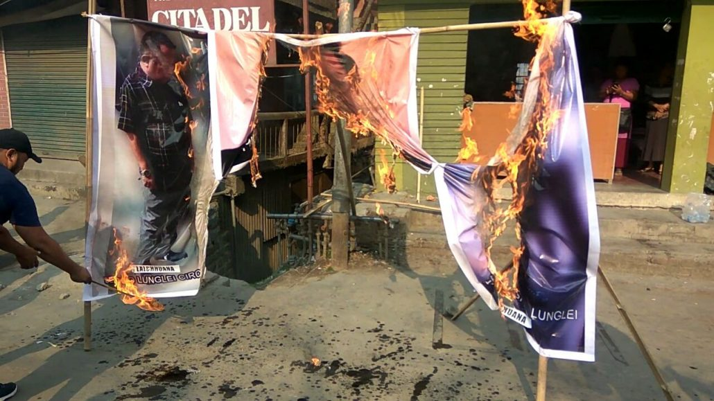Demonstrators in Aizawl burn effigy of PWD Minister Lal Thanzara for failure to deliver better road between Pukpui and Tlawng 1