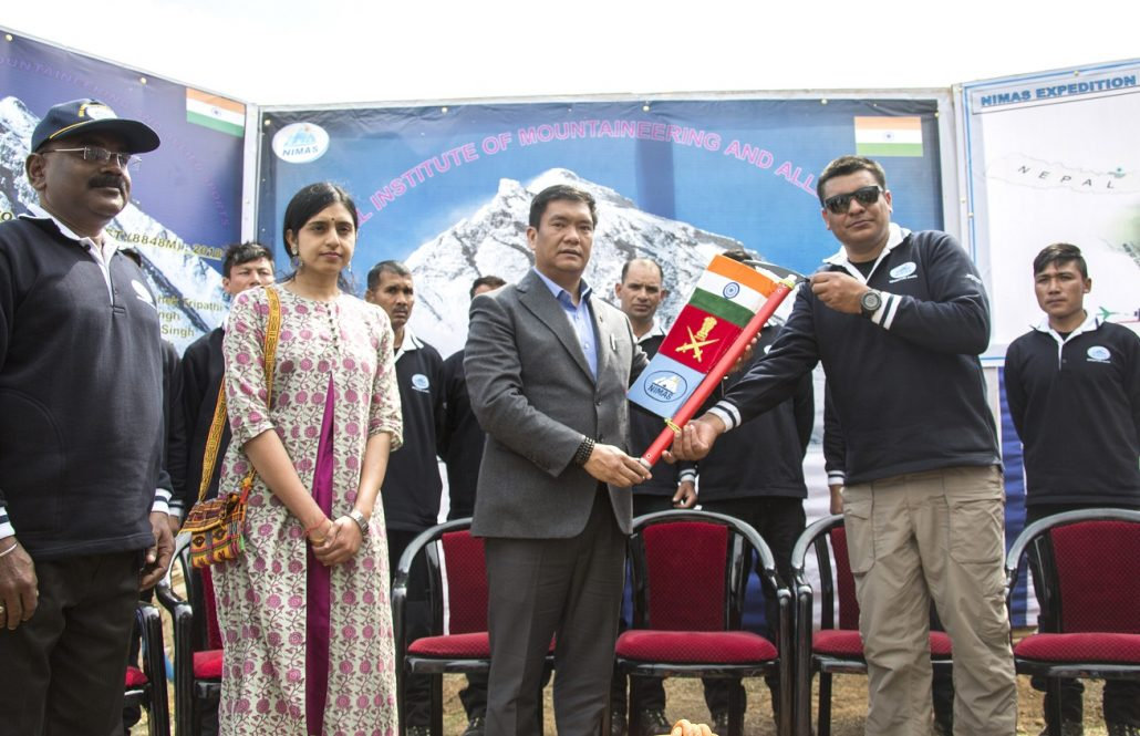 Khandu Wednesday flagged off an expedition to Mount Everest at the National Institute of Mountaineering and Allied Sports (NIMAS) campus at Dirang