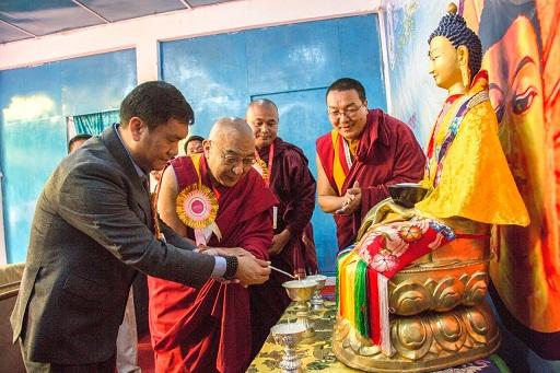 Arunachal Pradesh CM Pema Khandu lighting the lamp at National Conference on Buddhist Education at Dahung on March 21, 2018. Photo: Pranab Kumar Das