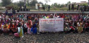 3000 Adivasis block railway lines at Mazbat in Udalguri 1