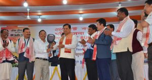 Chief Minister Sarbananda Sonowal distributing financial assistance and inputs to joint liability groups (JLGs) under OIL's CSR scheme 'Project Rupantar' at Duliajan.