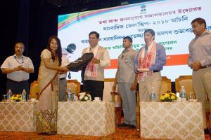 Assam CM hands over Media Fellowship letters to 20 scribes 1