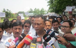 Ex-students' body stages 'Gana Satyagrah' in Assam's Tezpur 3