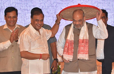 File photo of BJP chief Amit Shah being felicitated by NEDA convenor  Himanta Biswa Sharma during 3rd Conclave   of NEDA in Guwahati on 20-05-18.  UB Photos