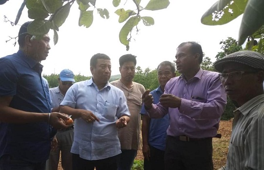 Manipur forest minister Shyamkumar visiting Holenphai and Teenumunjang villages under Tengnoupal district near Indo-Myanmar border on May 25, 2018. Photo: Sobhapati Samom