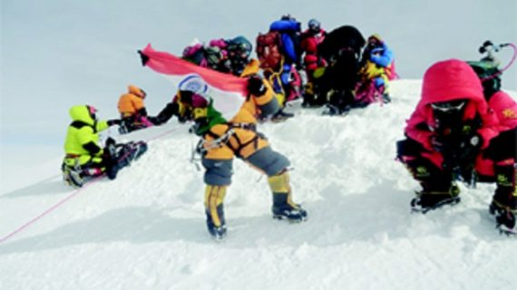 Muri-Linggi-conquers-Mt-Everest