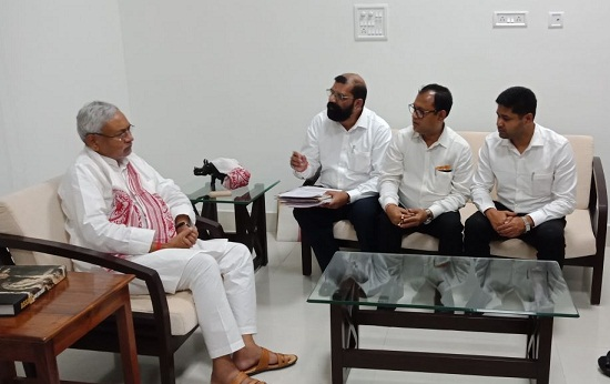 AASU delegation led by Samujjal Bhattacharyya during a meeting with Bihar CM Nitish Kumar on Wednesday in Patna. File Photo: Northeast Now