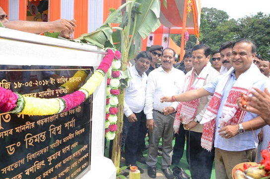 Chief Minister Sarbananda Sonowal laying the foundation stone of the proposed Railway over bridge on State Highway No. 6 from Barpeta Road to Manas Wildlife Sanctuary under NLCPR for the year 2017-18 at a function held at Barpeta on 18-05-18.  UB Photos
