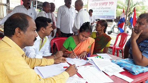 A woman joining the mass signature campaign against Citizenship (Amendment) Bill 2016 at Tangla in Udalguri on Sunday. Northeast Now