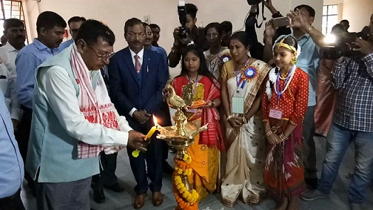 Union Minister of State for Railway Rajen Gohain seen inaugurating the new building of Mangaldai Kendriya Vidyalaya by lighting the ceremonial lamp. Northeast Now