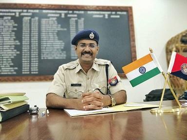 Jorhat Superintendent of Police Vaibhav Chandrakant Nimbalkar. Photo source - Facebook