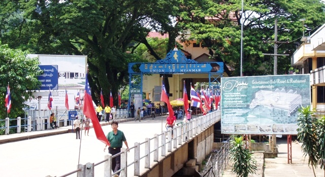 File photo: Myanmar-Thailand border gate. Picture credit: viaggithailandia.asiatica.com