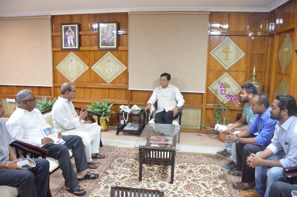 Chief Minister Sarbananda Sonowal during a meeting with the fathers of Nilotpal Das and Abhijeet Nath, the victims of mob lynching incident at Dokmoka at his office in Janata Bhawan on June 19, 2018.