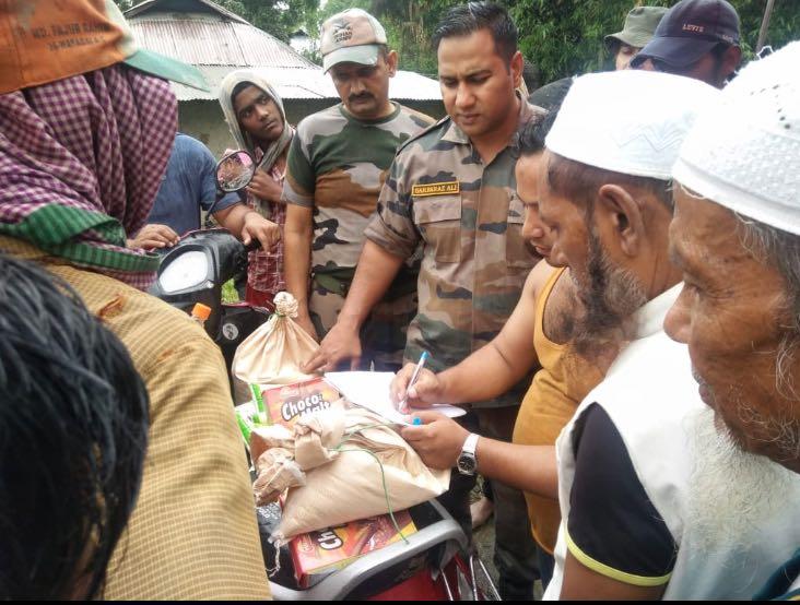 Assam Rifles provides Flood Relief (3)