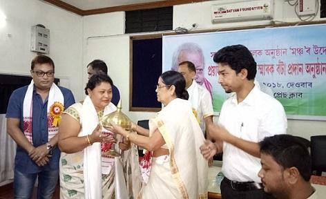 Actor Anjali Chetri being presented Late Achyut Lahkar Memorial Award 2018. Northeast Now