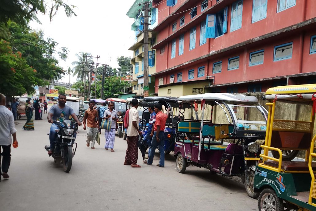 E-rickshaws in Dhubri town. Northeast Now