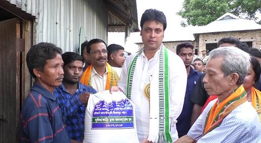 Tripura CM Biplab Kumar Deb distributing free rice to indigenous BPL families on July 13, 2018. Photo: Pinaki Das