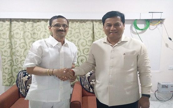 Assam CM Sarbananda Sonowal and Pradip Dutta Roy, Founder President of ACKHSA at Circuit House in Silchar on Tuesday night. Photo: Northeast Now