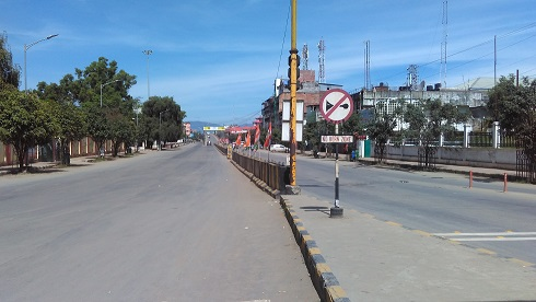 Bir Tikendrajit road in Imphal wears a desrted look due to 48-hour general strike called by MUSU on July 19, 2018. Photo: Sobhapati Samom