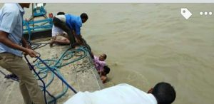 Jorhat: Five passengers have a close shave after boat capsizes in Nimatighat 1