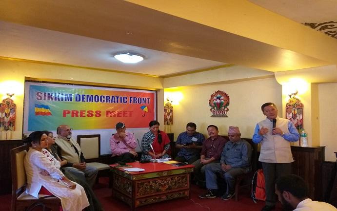 SDF leaders paying tribute to former Prime Minister Atal Bihari Vajpayee at a condolence meeting at Gangtok on August 17, 2018. Photo: Sagar Chhetri