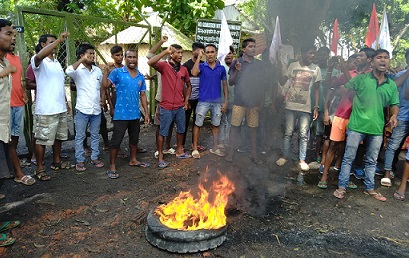 Assam: Adivasi students protest seeking hike in tea labourers' daily wages 1