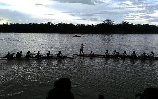 A traditional boat race at river Barak culminated a day long festivities of 72nd Independence day in Silchar. Photo: Northeast Now