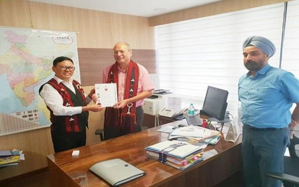 File photo of Nagaland finance secretary Y Kikheto Sema submitting report to the 15th Finance Commission secretary Arvind Mehta in New Delhi in August last. Photo: Bhadra Gogoi