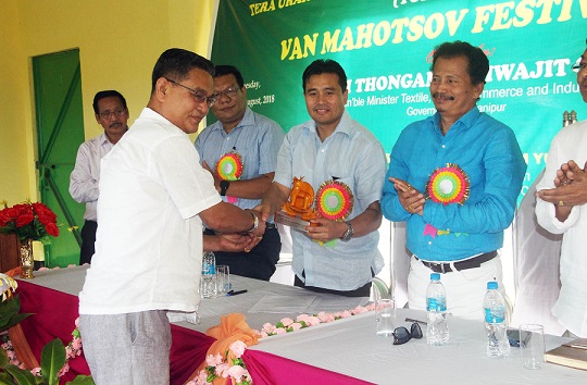 Manipur Trade, Commerce and Industries Minister Thongam Biswajit Singh being presented a memento during Van Mahotsov festival at Tera Urak Industrial Estate under Bishnupur district on August 22, 2018. Photo: DIPR, Manipur
