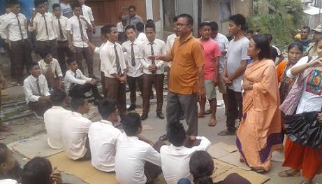 Assam: Haflong Govt College students protest demanding repair of road 1