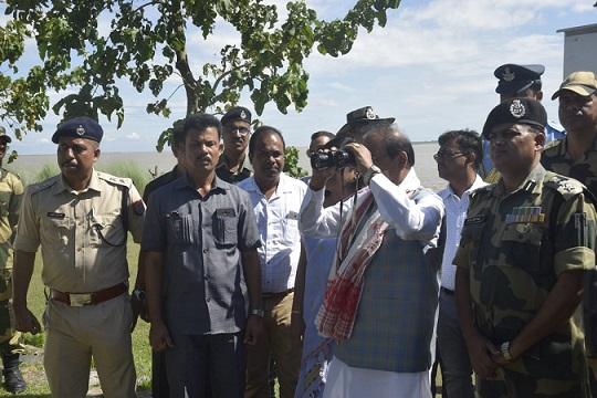 Assam Governor Prof Jagdish Mukhi  inspecting the Indo-Bangla border along Mankachar sector in South Salmara on Thursday. Photo: Northeast Now