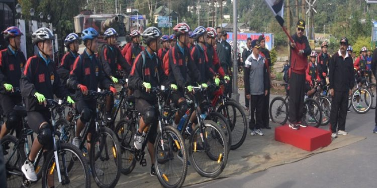 Lieutenant General Depinder Singh Ahuja, General Officer Commanding 101 Area flagging off Cycle Rally on Monday in Shillong. Photo; Northeast Now