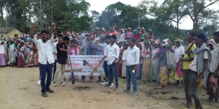 Tea workers in Dibrugarh stage protest