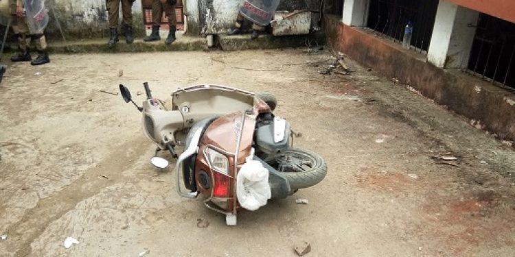Irate mob damages vehicle parked outside Kohima district jail on Wednesday. Photo: Bhadra Gogoi