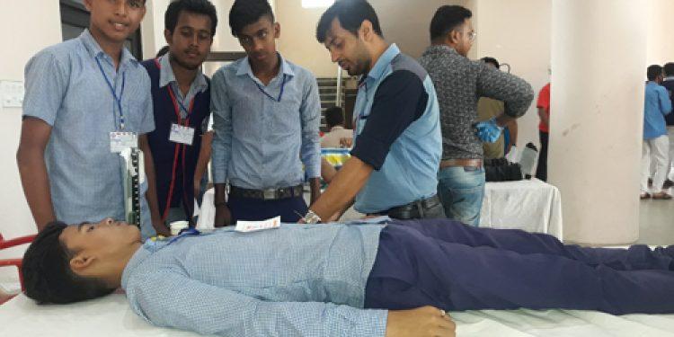 dharmanagar residents donate blood
