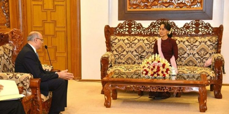 India's Foreign Secretary Vijay Gokhale calling an  Myanmar's State Counsellor Daw Aung San Suu Kyi on Monday. Image credit: Mizzima News.