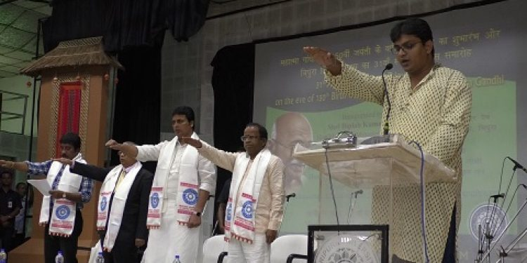 Hundreds of students along with the teaching and non-teaching staff of the Tripura University on Tuesday in presence of the VC Professor Vijay L Dharukar and chief minister Biplab Kumar Deb taking oath to lead an addiction-free life. Photo: Pinaki Das