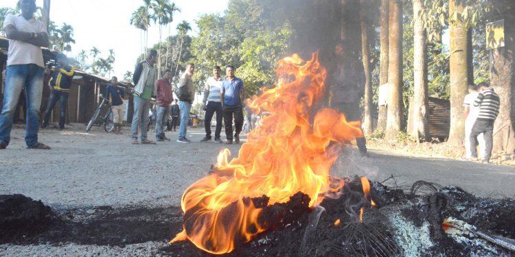 Bandh supporters burning tire on NH-37 during Tinsukia bandh at Doomdooma on Thursday. Image credit: UB Photos