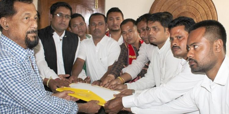 Members of AASU and 28 ethnic student organizations meet BJP MLA Atul Bora on the issue of  Citizenship Amendment Bill, 2016 at his residence in Guwahati on 11-11-18. Image credit: UB Photos