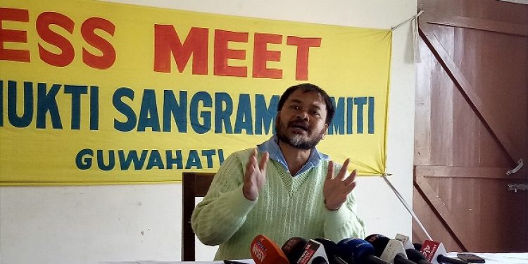 KMSS leader Akhil Gogoi addressing press conference in Guwahati on November 24, 2018. Photo: Northeast Now