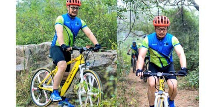Kiren Rijiju on cycle